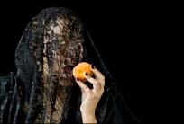 08 VEILS, VELOS Young Woman with Peach, La Joven del Durazno