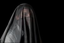 13 VEILS, VELOS Man with Niqab, Hombre con Niqab