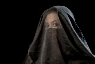 14 VEILS, VELOS Woman with Niqab, Mujer con Niqab