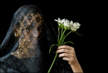 19 VEILS, VELOS Young Woman with Flowers, Joven con Flores